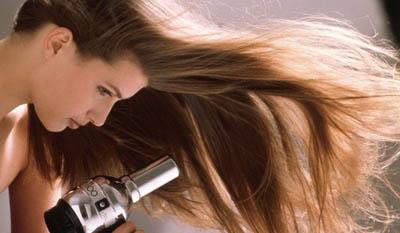 придать объем волосам с помощью фена