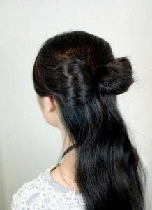 сделать бант из волос на хвосте 2