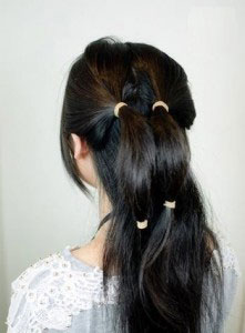 сделать бант из волос на хвосте