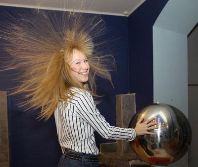 от чего электризуются волосы
