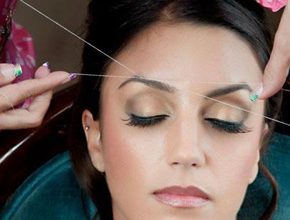 как выщипывать брови ниткой