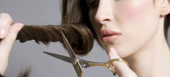 Можно подстригать самой себе волосы