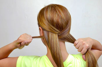 как заплести красивую косу самой себе